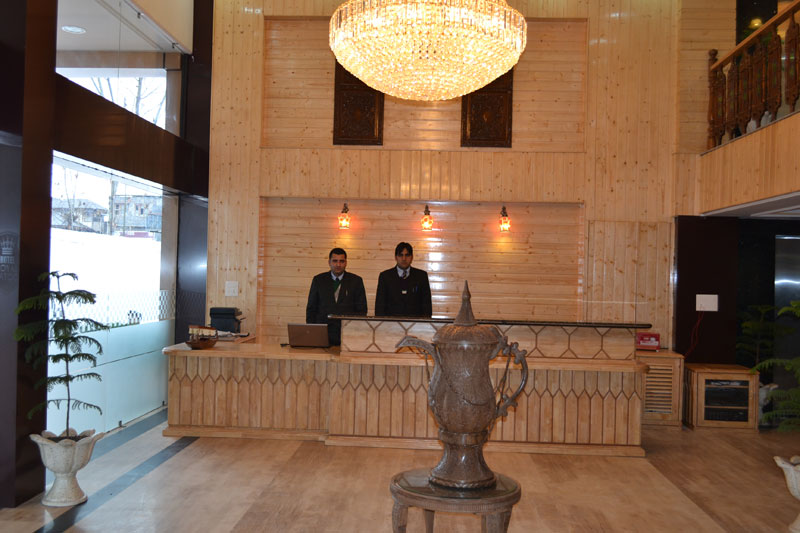 Hotel Royal Batoo In Srinagar Srinagar Royal Batoo Hotel